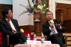 蔡元雲醫生(右)及沈祖堯醫生(本)「兩醫」都與「八十後」有密切關係。(圖:基督日報/陳麗斯) <br/>