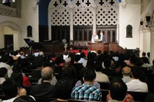 唐崇榮牧師上周末在紐約主講「撒旦的投資與基督教的衰微」。(圖:本報記者) <br/>