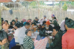 受災家庭獲教會夥伴提供糧食援助。(圖:施達基金會) <br/>