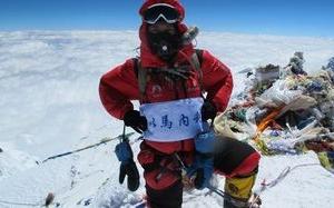 中國基督徒戴大爲今年5月份成扔n頂珠穆朗瑪峰,並在峰頂亮出「以馬内利」四個大字。(圖:網絡) <br/>