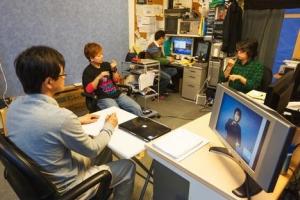 日本手語聖經翻譯團隊在翻譯經文含意。(圖:威克里夫聖經翻譯會) <br/>