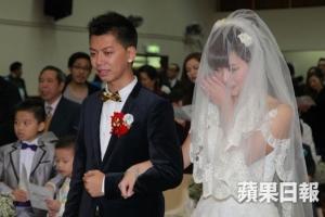 裕美與主內男友林恩浩攜手步入婚姻殿堂。(圖:蘋果日報) <br/>