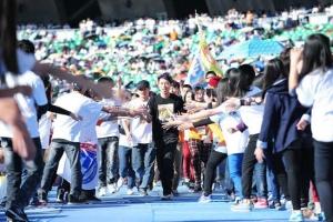 超馬好手陳彥博親到現場為愛而跑。(圖:台灣世界展望會提供) <br/>