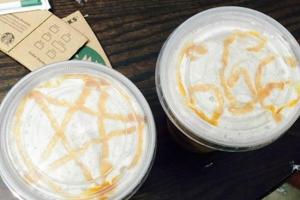梅根將兩張咖啡雕花圖案照片曝光。(圖: 網絡截屏) <br/>