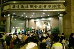 香港教會及教牧提供不少支援行動,在距離集會不遠的循道衛理香港堂,連日徹夜開放教會,又舉辦祈禱會,為市民提供物資補給及休息處。 <br/>