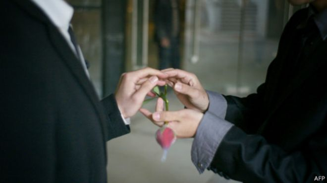 中國「淘寶網」舉辦網絡票選活動選出10對同性戀伴侶免費赴美國加州結婚。(圖:BBC中文網)