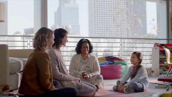 全美最大銀行之一富國銀行(Wells Fargo Bank)最近一個全國電視廣告以一對女同志伴侶與她們領養的孩子做主角,表達對這種同志「家庭」模式的支持。(網絡截圖)