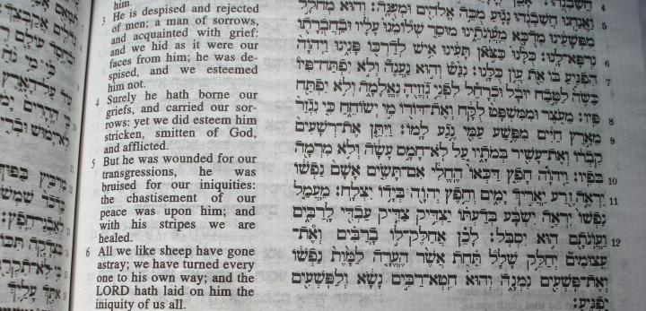 基督徒一直認為,以賽亞書第53章是預言一個受苦的彌賽亞,但猶太人卻不接受這個解釋。