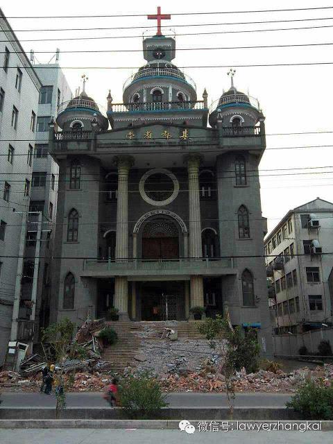 下嶺教堂去年聖誕前被強拆了外牆及台階。