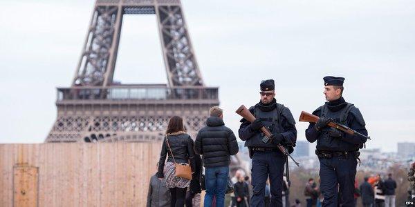巴黎上周五恐襲事件後,警方加強戒備。