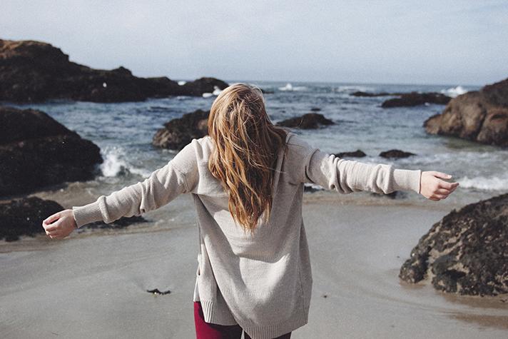 應當一無掛慮,只要凡事借著禱告、祈求和感謝,將你們所要的告訴神。神所賜出人意外的平安,必在基督耶穌裏保守你們的心懷意念。——腓立比書4:6-7
