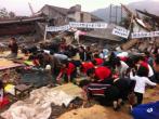 2016年5月22日,在中國浙江省溫州市,基督徒在被拆除的教堂的廢墟上敬拜神。
