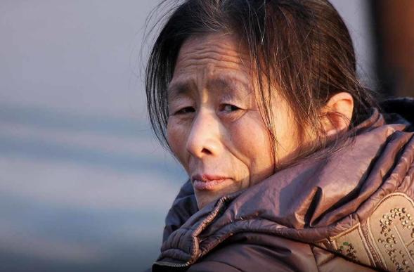 婷是來自中國西北地區的一個薩滿,在夢中看到一個穿著明亮的白袍的人後,她選擇信仰了耶穌。(圖來自 敞開的門)