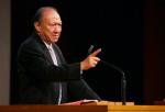 唐崇榮牧師提醒基督徒要分辨聲音背後的「靈」 (圖:來自網絡)