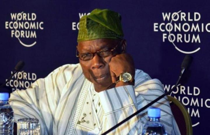 2012年5月11日,尼日利亞前總統奧巴桑喬在埃塞俄比亞首都出席非洲會議的世界經濟論壇。 (圖:路透社/ TIKSA NEGERI)
