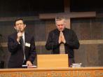 溫哥華浸信會信友堂主日洪予健牧師與Rev.Greg 牧師(加拿大殉道者之聲)為基督徒和教會禱告。 (圖:來自郭寶勝twitter)