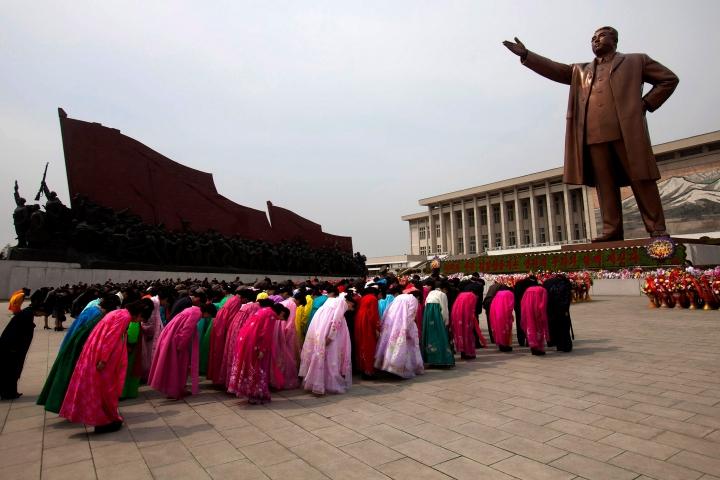 北韓政權要求人民將領袖視作神明。(圖:紐約郵報)