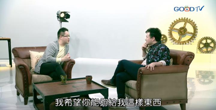 主持人在節目《共享觀點》中對「神會跟人的說話嗎」這個話進行題探究。 (圖: 節目視頻截屏)