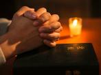 梁幼忠牧師鼓勵基督徒,榮耀神不靠自己,要在禱告中交託神。 (圖:來自網絡)