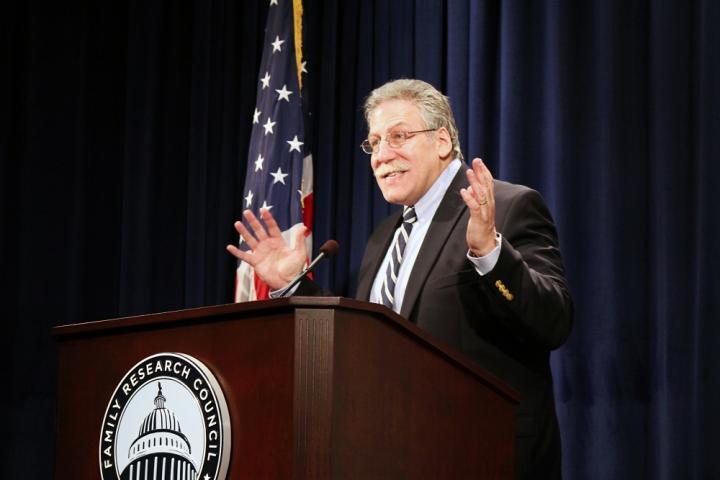 作者邁克爾.布朗曾擔任過多個神學院的教授,認為《聲明》是重申聖經立場,不應挑戰。(圖:網絡)