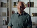威廉·保罗·杨在《人之心》影片講述自己的經歷。 (圖:來自YouTube)