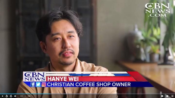 魏漢燁(譯名),讓自己開設的咖啡店成為傳福音平台。(圖:基督教廣播網片段)