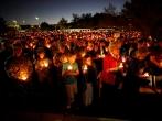 10月5日晚,美国拉斯维加斯,民众举行烛光集会,悼念枪击事件遇難者。 (圖:來自網絡)