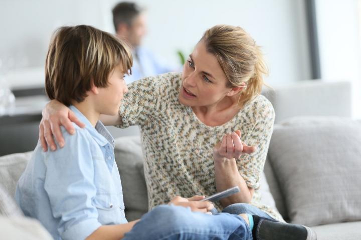 彭德修牧師表示,父母要及早輔導子女談戀愛。 (圖:來自網絡)