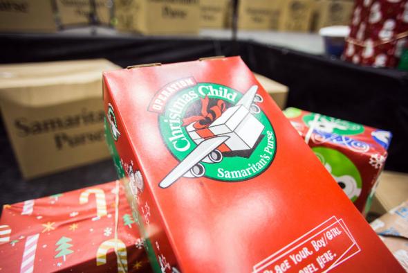 撒瑪利亞救援會組織的聖誕禮物鞋盒行動。(圖片:基督郵報SCOTT LIU)