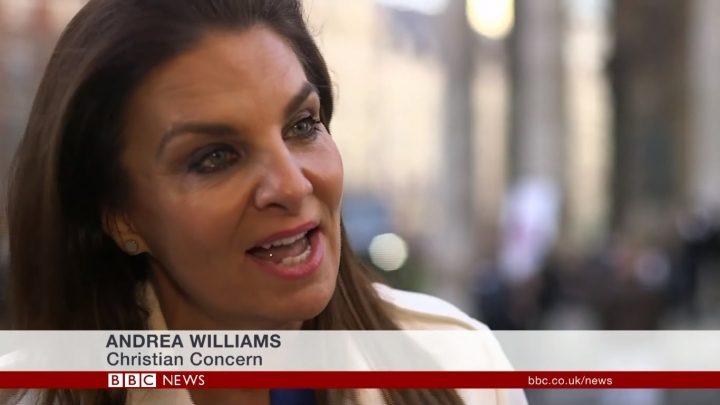 基督徒關懷(Christian Concern)創辦人安德烈埃·威廉斯(Andrea Minichiello Williams)認為基督徒才是被欺凌者。(BBC NEWS)