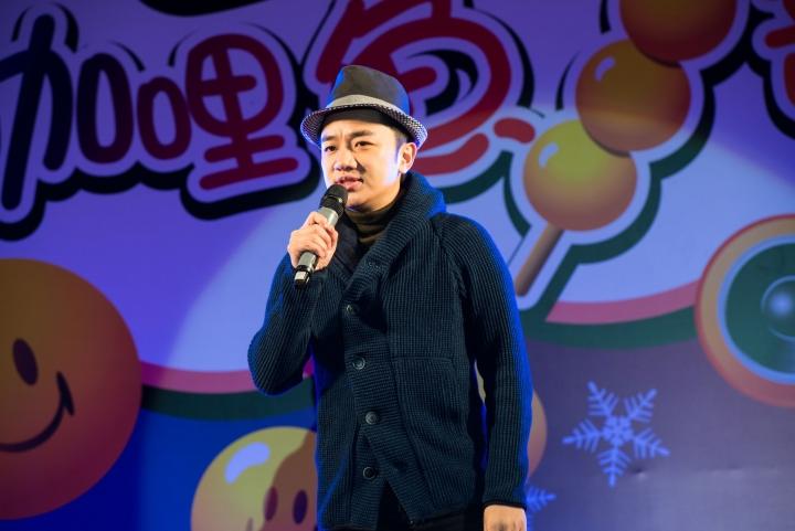王祖藍用「咖哩魚蛋」方式,重新演繹不同版本的聖誕歌,為觀眾帶來驚喜 (圖:影音視團)