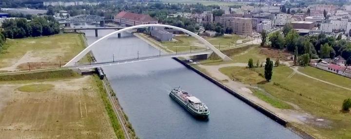 """小遊船""""The Andante""""從荷蘭出發途經德國和法國,接觸歐洲7億人口。(圖:「世界福音動員會」臉書)"""