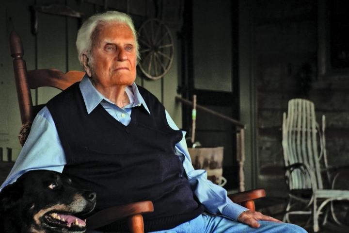 99歲的葛培理牧師在去年蓋洛普民意調查中第61次成為最受仰慕的年度名單之一,排在奧巴馬,特朗普和教皇弗朗西斯之後四位。(圖:網絡圖片)