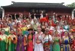 少數民族節各人歡聚一起。(圖:網絡圖片).jpg