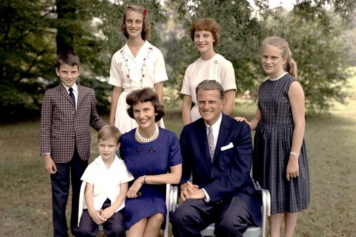 葛培理夫婦與童年兒女。(圖:葛培理佈道團)