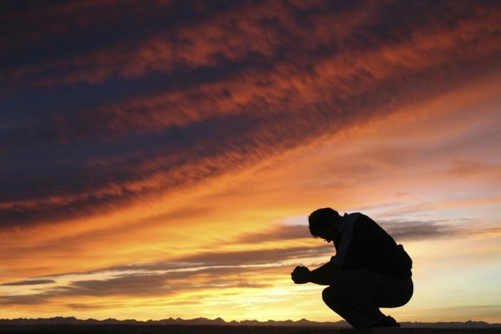 蕭壽華牧師指基督徒是幫助神傳福音,因此更要禱告尋求機會 (圖:網絡圖片)