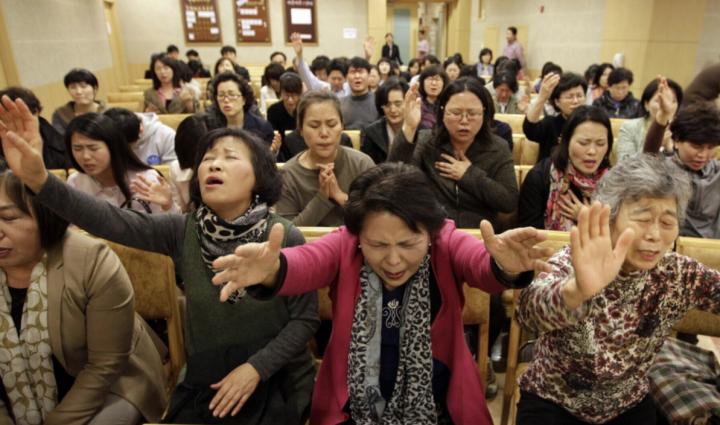 韓國基督徒在禱告。(圖:instiz.net)
