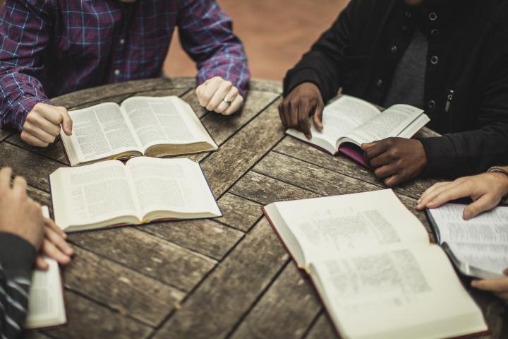 透過聖經以新的方式跟受害者說話。(圖:Association of Biblical Counselors)