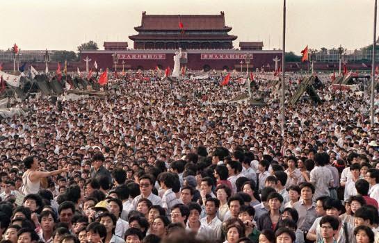 1989年百萬人聚集天安門廣場舉行示被解放軍以武力清場觸發「六四事件」。(圖:支聯會「六四紀念館」)