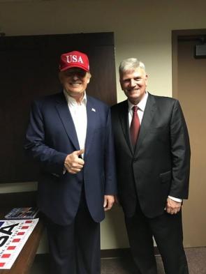 葛福臨牧師與美國總統川普在阿拉巴馬州見面,2016年12月18日刊登於葛福臨牧師的臉書上。(Facebook/Franklin Graham)