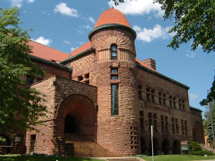 明尼蘇達大學(University of Minnesota)校內歷史最悠久的大樓Pillsbury Hall。(圖:Public Domain)