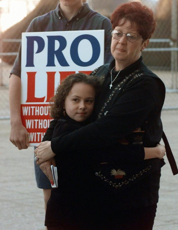 《羅訴韋德案》主人公麥考維女士(Norma McCorvey)在參加反墮胎活動 (圖:來自網絡)