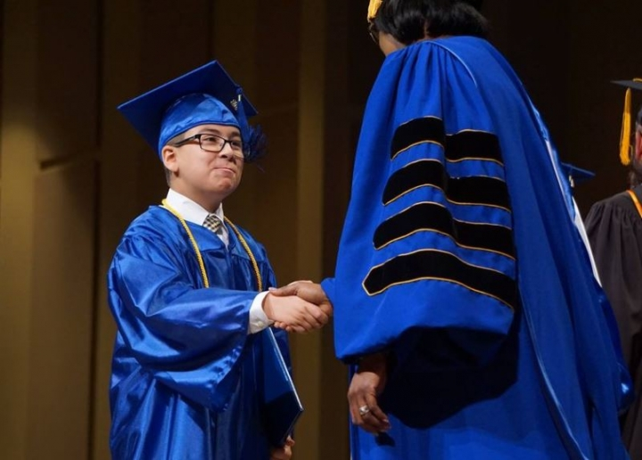 11歲威廉·梅里斯獲得聖彼得堡大學學士學位 (圖:來自網絡)