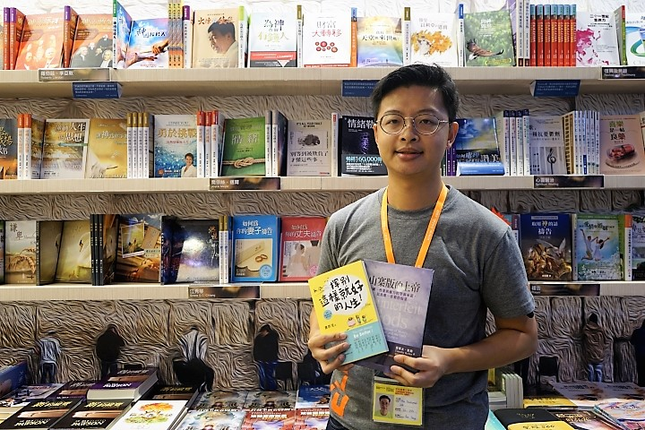 以琳書房曾沛銘認為信徒閱讀人口未必減少,只是紙本書讀者減少。(圖:基督日報)