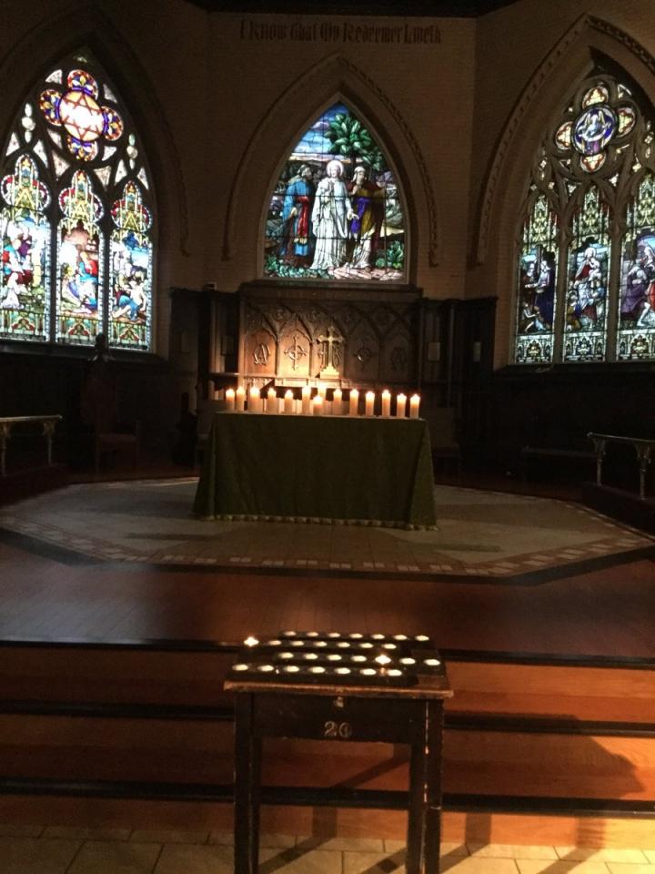 多倫多當地的救贖主教會(The Redeemer, T.O.)在槍擊案發生之後設立禱告祭壇,並公開邀請會眾和受害者前來禱告、哀悼和尋求慰藉。(Twitter@TheRedeemerTO)