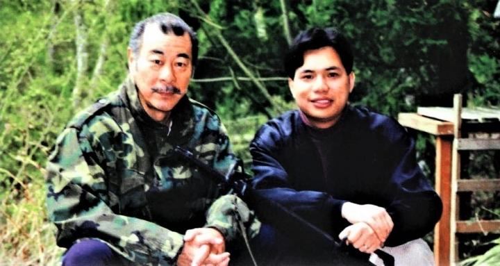 袁文輝(右)視已故藝人喬宏(左)為屬靈前輩,帶領他進到「藝人之家」,喬宏亦積極參與影音使團事工並任董事。