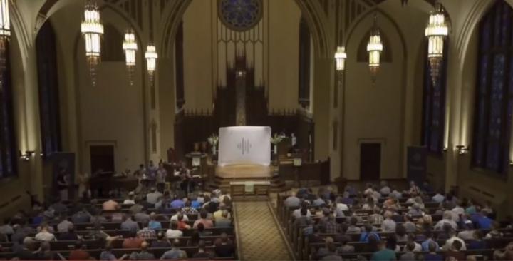首次以同性戀基督徒為議題的基督教「重申」會議( Revoice Conference)於7月26至28日在密蘇裏州聖路易斯的紀念長老會教堂(Memorial Presbyterian Church)舉行 (圖:來自網絡)