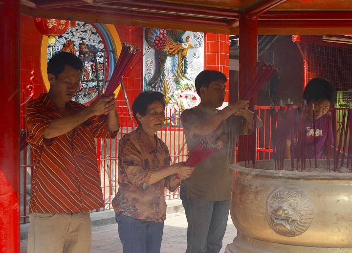 印尼華人信奉傳統宗教視基督教為「洋教」及「文化侵略」。(圖:維基百科)