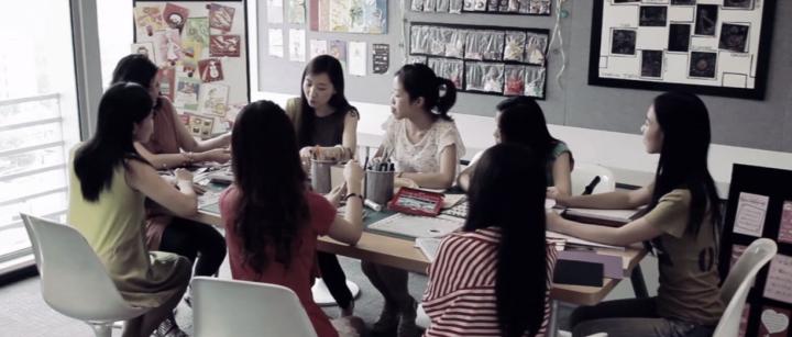 中國海外留學生回國前良好預備減信仰折損。(圖:「愛華聯盟」視頻擷圖)