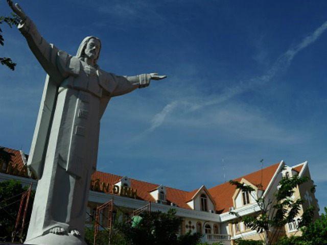 隨著越南頒宗教新法,教會活動空間將進一步收窄。(圖:法新社)